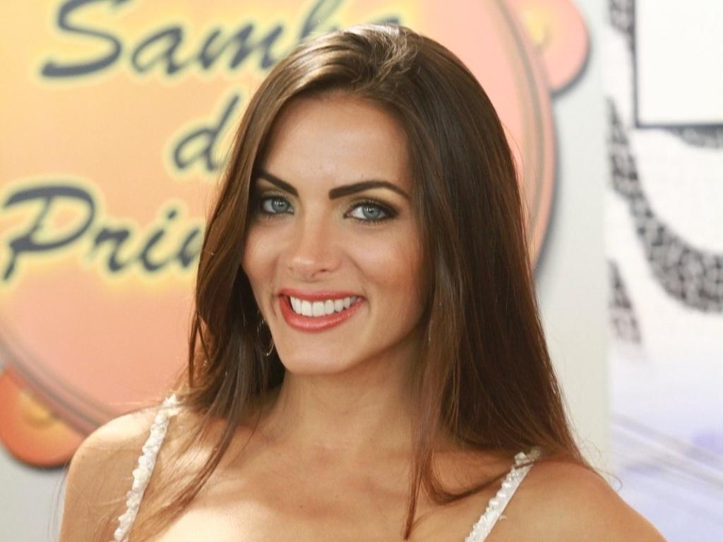 22.jan.2013 - Carla Prata, rainha de bateria da Grande Rio, participa da gravação do