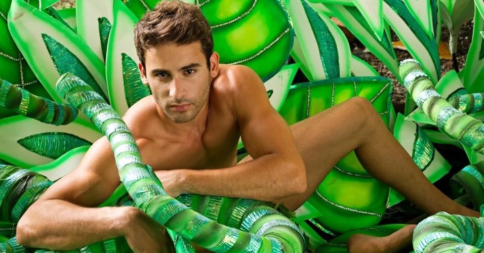 24.jan.2013 O modelo Wagner Silva será Adão ao lado da ex-BBB Fabiana Teixeira, que representará Eva na avenida