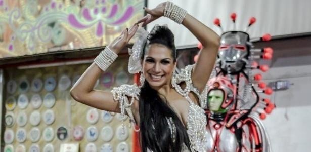 22.jan.2013 Aline Oliveira, rainha da atual campeã Mocidade Alegre, já integra a escola da Zona Norte de São Paulo há 11 anos
