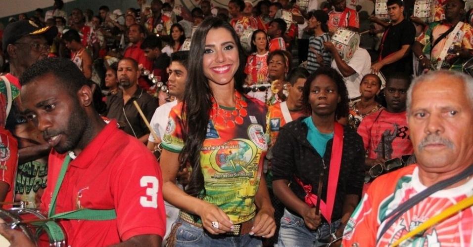 29.jan.2013 - A ex-BBB Kelly Baron no ensaio da Grande Rio, em Duque de Caxias, no Rio de Janeiro