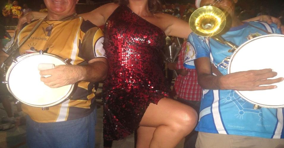 31.jan.2013 Livia Andrade, que estreia na Tucuruvi este ano, durante ensaio na quadra da escola, que fica na Zona Norte de São Paulo