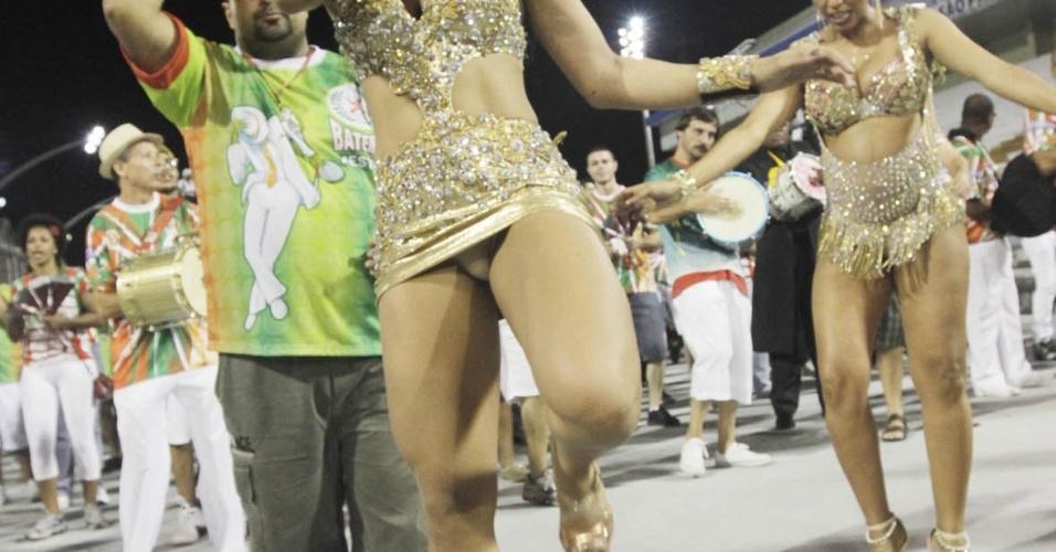 3.fev.2013 - A Miss Bumbum 2013, Camila Vernaglia comparece ao ensaio técnico da X-9 Paulistana no sambódromo de São Paulo