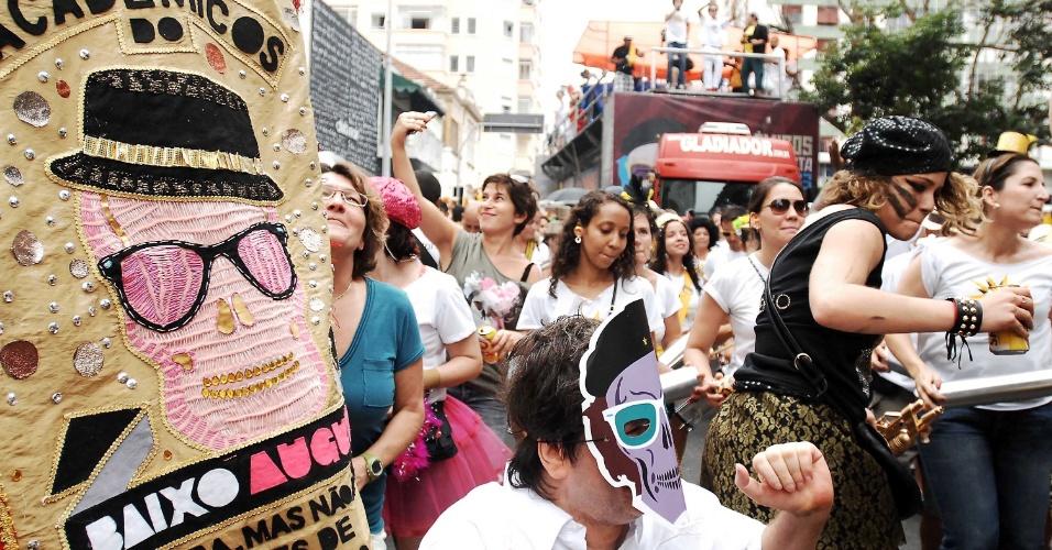 3.fev.2013 - Leandra Leal curte o Carnaval de São Paulo no bloco Acadêmicos do Baixo Augusta