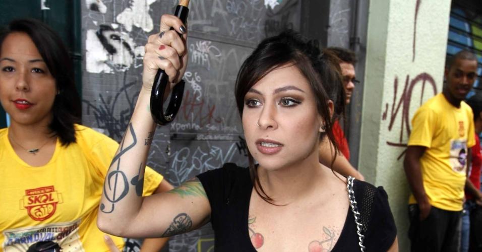 3.fev.2013 - Pitty curte o Carnaval de São Paulo no bloco Acadêmicos do Baixo Augusta