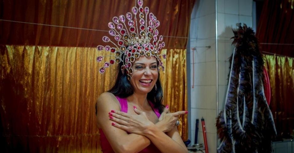 1.fev.2013 Cozete Gomes será a preferida de Baco, o deus das festas e dos excessos sexuais, no desfile da Tom Maior, que vai contar a história do preservativo