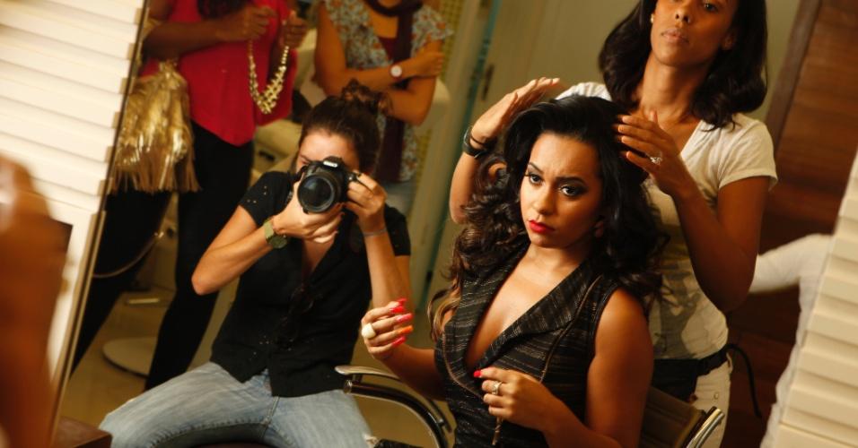 Jan.2013 - O UOL acompanhou uma tarde da rainha Raíssa de Oliveira, da Beija-Flor, em um centro de estética