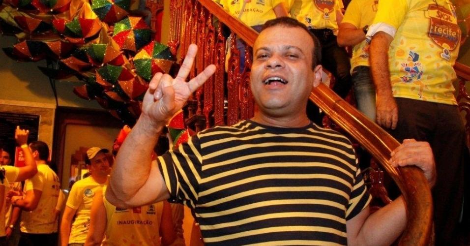 5.fev.2013 - O ex-BBB Daniel no camarote da Skol, em Recife, no pré-carnaval da capital pernambucana