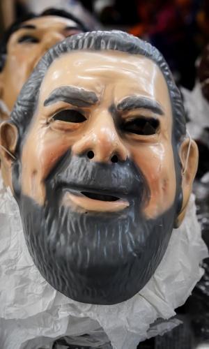 6.fev.2013 Os políticos também ganharam máscaras para o Carnaval, como José Serra, o ex-presidente Lula, o ex-prefeito de São Paulo Gilberto Kassab e a presidente Dilma Roussef. Todas elas podem ser adquiridas por R$10 cada uma