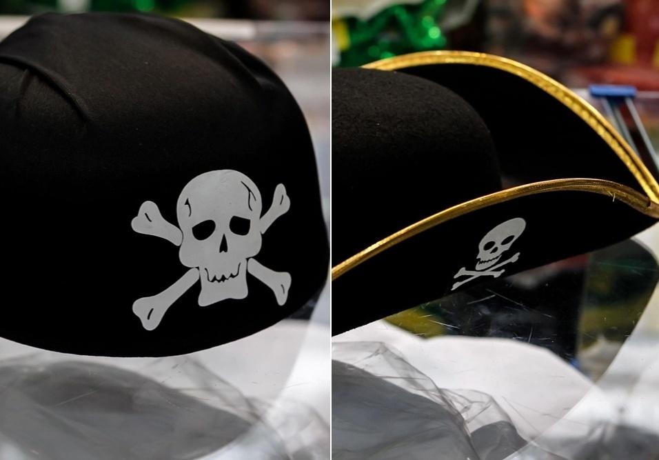 6.fev.2013 Para sair caracterizado de pirata neste Carnaval, o folião tem duas opções: o estilo bandana e o chapéu. Ambos custam R$20