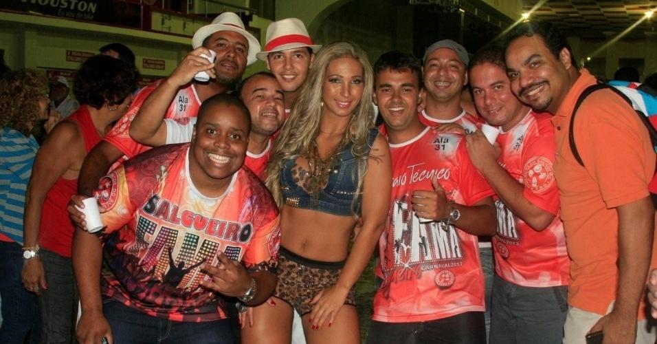 6.jan.2013 - A funkeira Valesca Popozuda prestigiou uma festa organizada na quadra da escola de samba carioca Salgueiro. Valesca é musa da agremiação