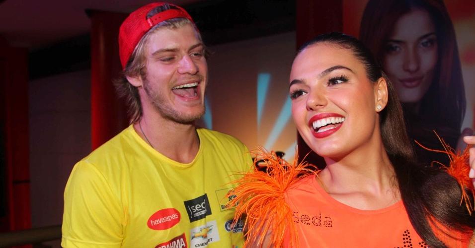 7.fev.2013 - A atriz Isis Valverde junto do namorado, Tom Rezende, no Hotel Convento do Carmo em Salvador