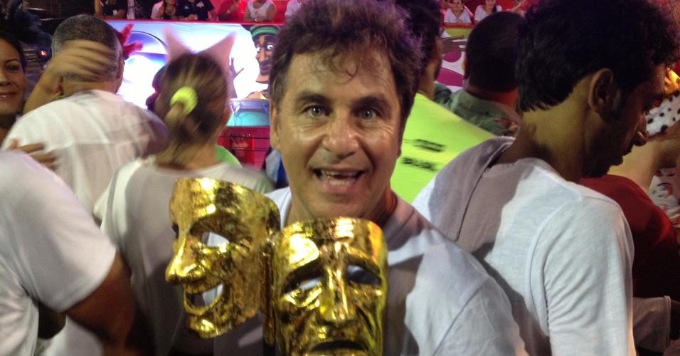 7.fev.2013 - Marcos Frota se diverte no Carnaval de Salvador acompanhando o bloco Os Mascarados, do circuito Barra-Ondina