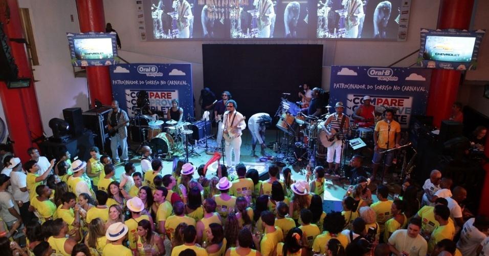 7.fev.2013 - O cantor Jau em show no camarote Contigo! durante o Carnaval de Salvador
