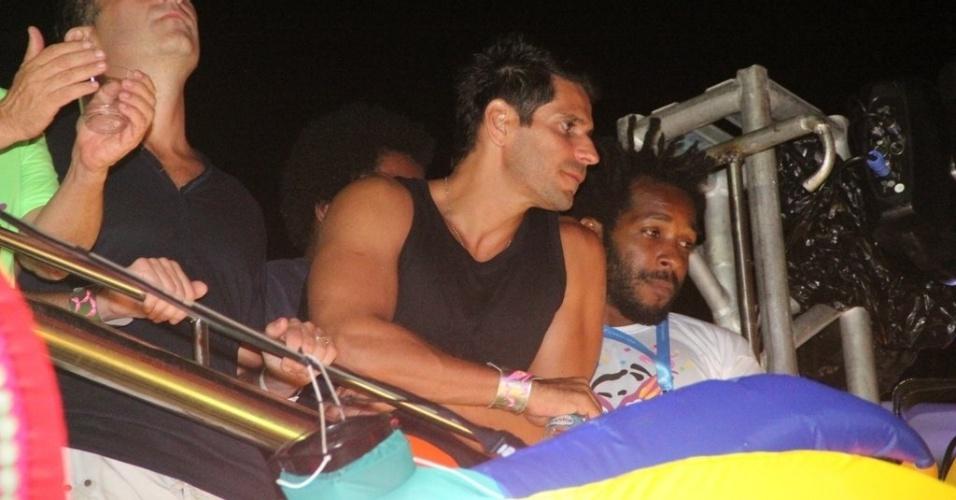 7.fev2013 - Alexandre Barillari curte o Carnaval no camarote da revista Contigo, no circuito Barra-Ondina, em Salvador