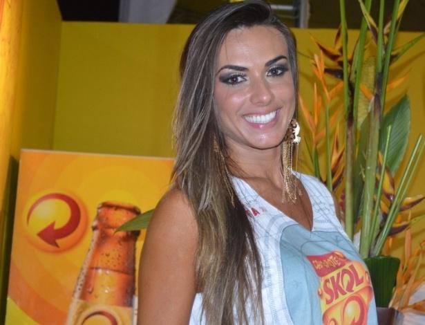 7.fev.2013 - Nicole Bahls se diverte no Carnaval de Salvador no circuito Barra-Ondina