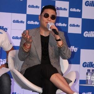 8.fev.2013 - O cantor Psy durante coletiva em Salvador