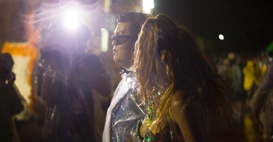 8.fev.2013 - Primeira escola a desfilar em São Paulo, a Acadêmicos do Tatuapé ganhou a avenida equipada com 21 alas, cinco carros alegóricos e cerca de 3 mil integrantes