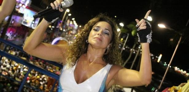A cantora Daniela Mercury fez sua primeira apresentação no circuito Barra-Ondina em trio independente, sem cordas, para os foliões pipoca. Os dançarinos são marca registrada das apresentações da cantora.