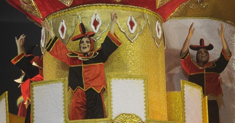 """9.fev.2013 - """"Dragão, Guardião Real, Mostra Seu Poder e Soberania na Corte do Carnaval"""" é o nome do enredo da Dragões da Real, sexta escola de samba do Carnaval de São Paulo."""