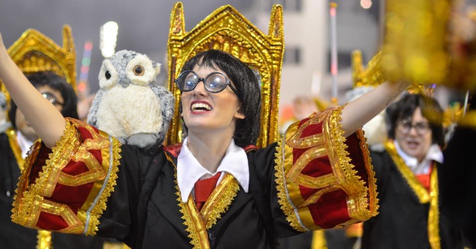 9.fev.2013 - Ala mostra diversas crianças fantasiadas de Harry Potter. A Dragões da Real apresentou diversos elementos da cultura pop em seu enredo.