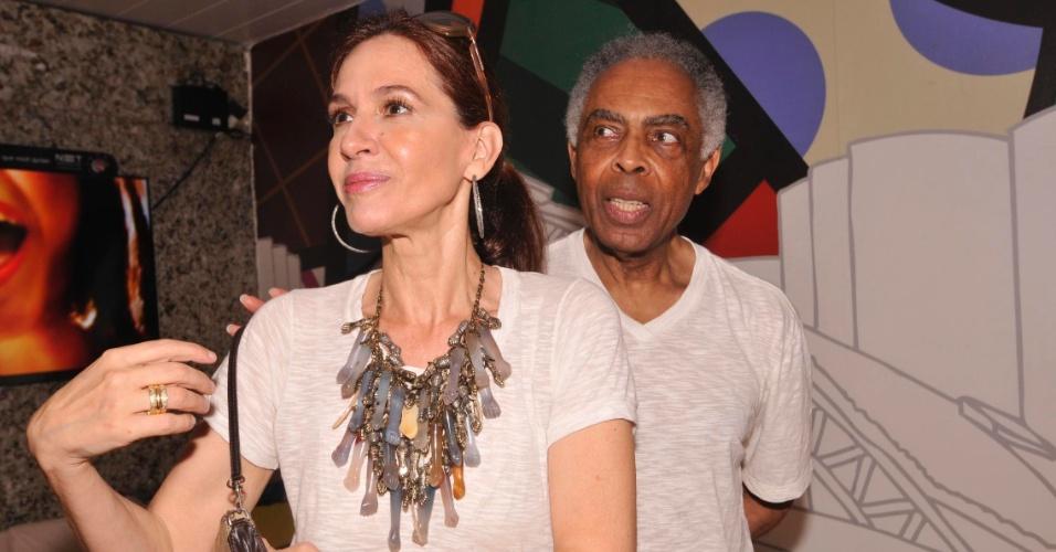 8.fev.2013 - Flora Gil e Gilberto Gil aproveitam o camarote 2222 em Salvador
