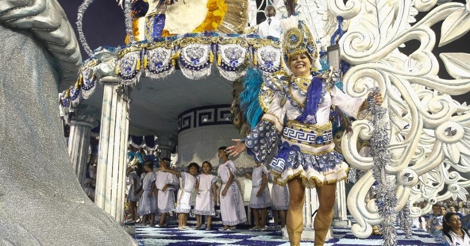 8.fev.2013 - Depois de muita chuva na capital paulista, a Acadêmicos do Tatuapé ganhou o Sambódromo do Anhembi com o enredo