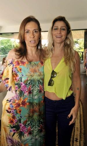 9.fev.2013 - Flora Gil e Amora Mautner em almoço na casa de Gilberto Gil, em Salvador