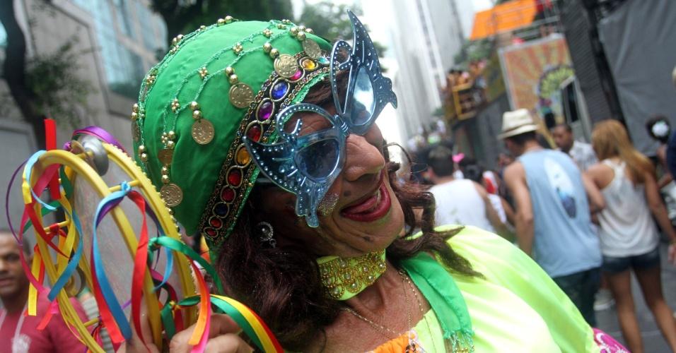 9.fev.2013 - Foliã no início do desfile do Cordão da Bola Preta no Rio de Janeiro