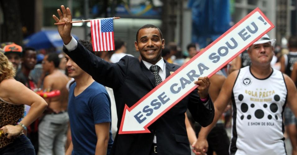 9.fev.2013 - Folião no início do desfile do Cordão da Bola Preta no Rio de Janeiro
