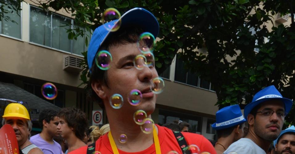 9.fev.2013 - Foliões do bloco Banda de Ipanema pulam Carnaval nas ruas do Rio de Janeiro