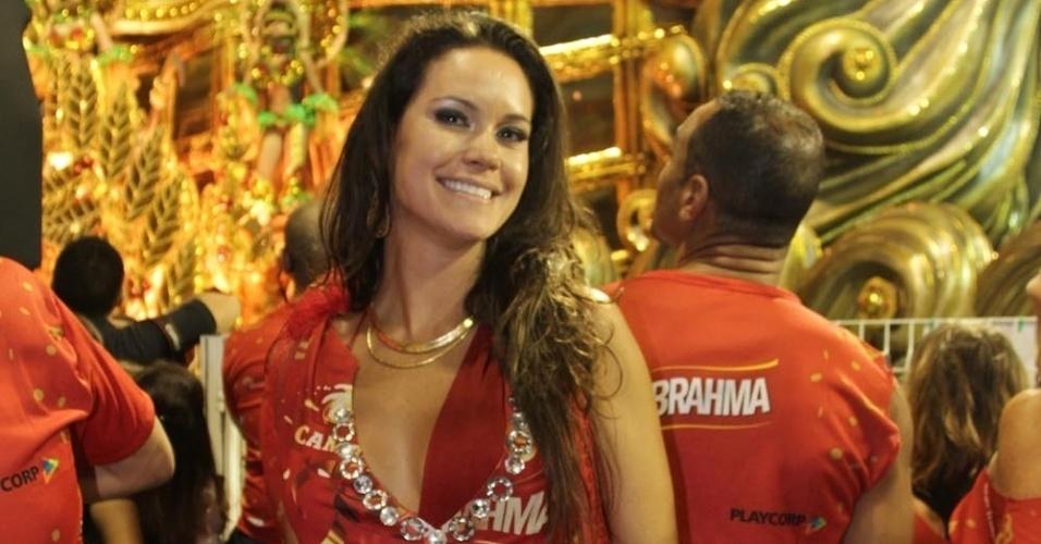 08.fev.2013 - A estilista Agatha Felix sorri no Camarote Brahma, em São Paulo