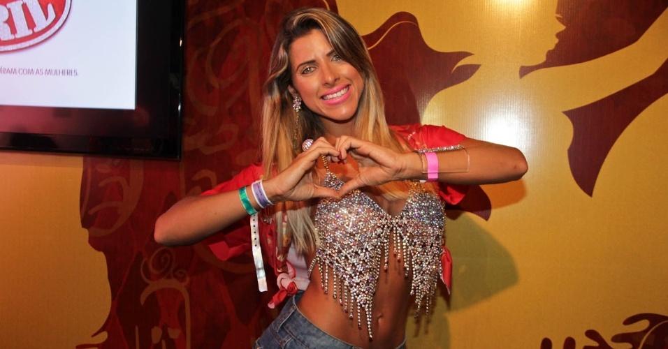 08.fev.2013 - Ana Paula Minerato despeja elegância no Camarote Brahma em São Paulo