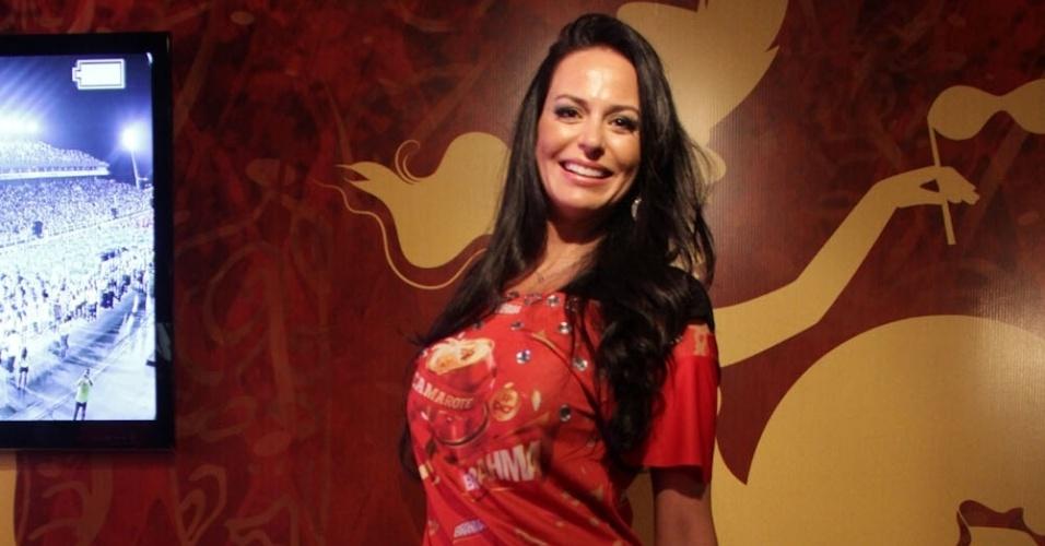 """08.fev.2013 - Cozete Gomes, de """"Mulheres Ricas"""" dá o ar da graça no Camarote Brahma em São Paulo"""