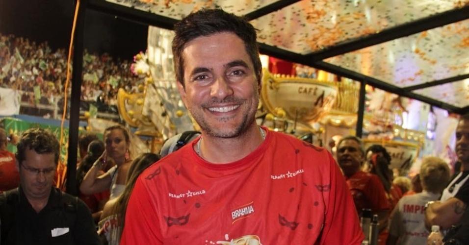 08.fev.2013 - O ator Rodrigo Veronese curte o carnaval paulistano no Camarote Brahma
