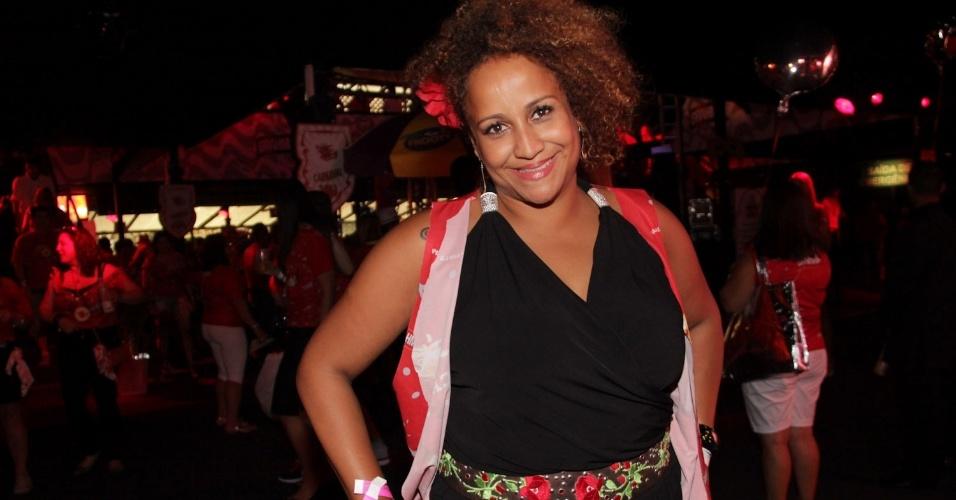 09.fev.2013 - A cantora Graça Cunha, posa para fotos no Camarote Brahma, no Sambódrimo do Anhembi, em São Paulo