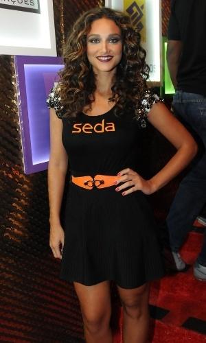 09.fev.2013 - Débora Nascimento mostra suas novas madeixas no Camarote Contigo em Salvador