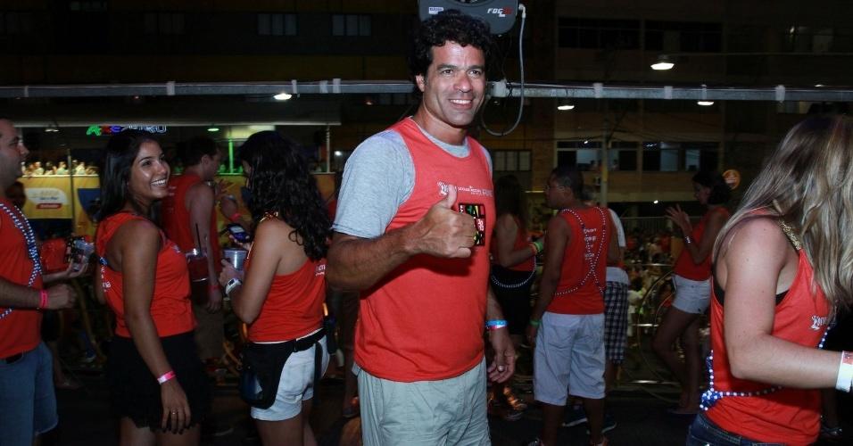 09.fev.2013 - O ex-jogador de futebol, Raí, chega ao Camarote Salvador no Circuito Barra Ondina para curtir o carnaval da Bahia.