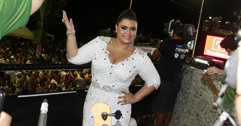 09.fev.2013 - Preta Gil se sente em casa no Camarote 2222 no Circuito Barra Ondina em Salvador
