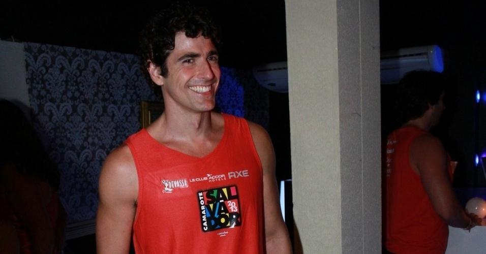 09.fev.2013 - Reynaldo Gianecchini curtiu os trios elétricos do Circuito Barra-Ondina no Camarote Salvador, na Bahia