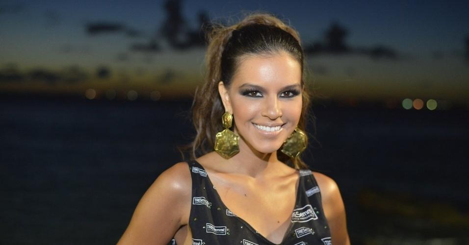 10.fev.2013 - A atriz Mariana Rios chega ao trio de Cláudia Leitte no circuito Barra-Ondina em Salvador