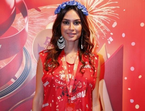 10.fev.2013 - A atriz Thaila Ayala posa para o fotógrafos na entrada do Camarote Brahma