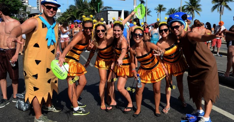 10.fev.2013 - Foliões se fantasiam para acompanhar o bloco