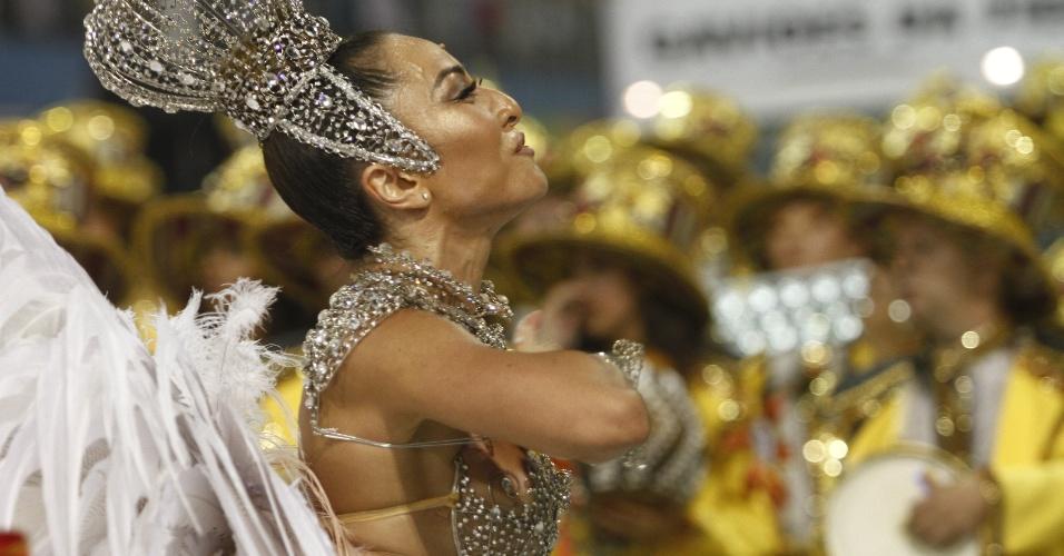 10.fev.2013 - Sabrina Sato no desfile da escola Gaviões da Fiel no Sambódromo do Anhembi, em São Paulo