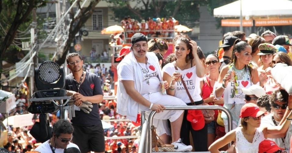 10.fev.2013 - Tiago Abravanel curte show de Ivete Sangalo no bloco Coruja no circuito Campo Grande, em Salvador