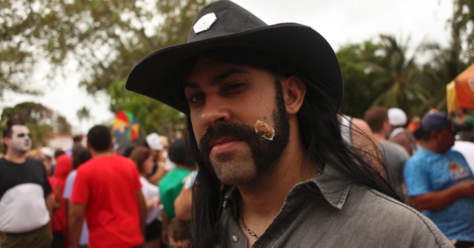 19.fev.2013 - Folião homenageia Lemmy, vocalista do Motörhead, no bloco Enquanto isso na Sala da Justiça em Olinda (PE)