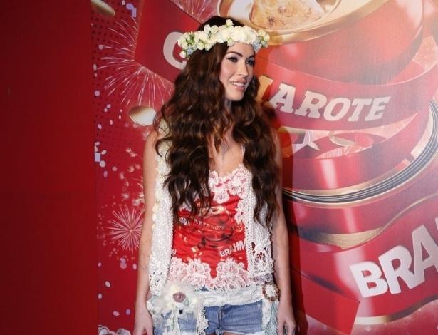 10.fev.2013 - A atriz Megan Fox causou tumulto ao chegar ao Camarote Brahma na Sapucaí