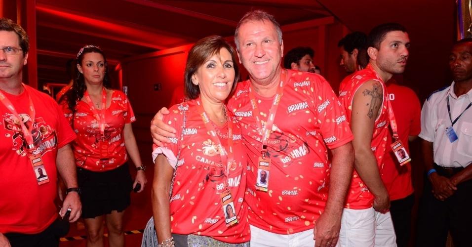 10.fev.2013 - O jogador Zico e sua esposa, Sandra, estiveram no Camarote Brahma