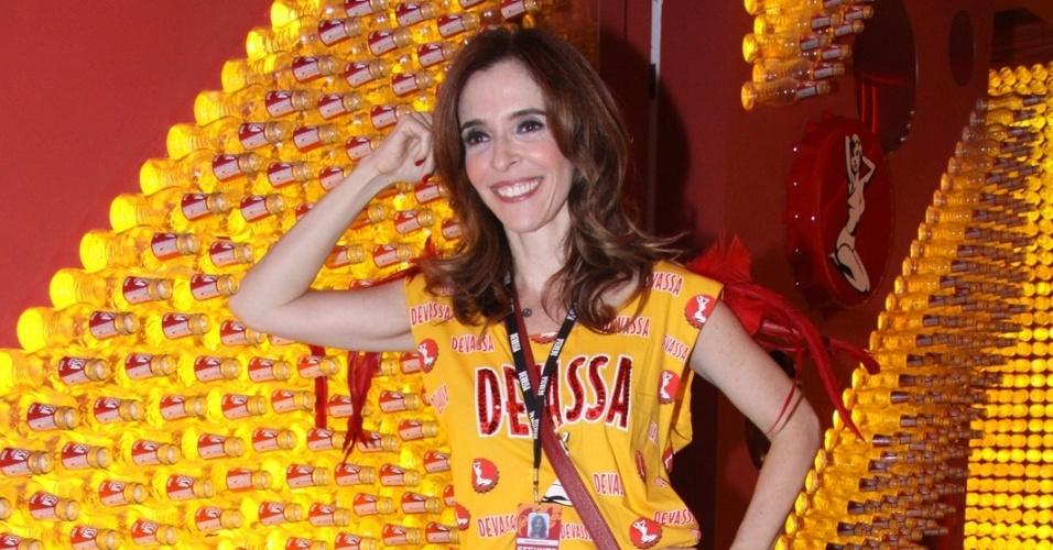 11.fev.2013 - A atriz Deborah Evelyn posa para fotos no camarote Devassa