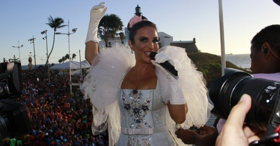 11.fev.2013 -  Ivete Sangalo comea seu terceiro show no Carnaval de Salvador cantando 