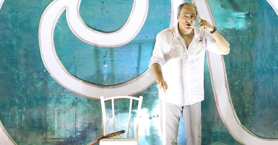 11.fev.2013 - O cantor e compositor Toquinho participou da homenagem a seu parceiro Vinícius de Moraes como destaque em um dos carros da União da Ilha